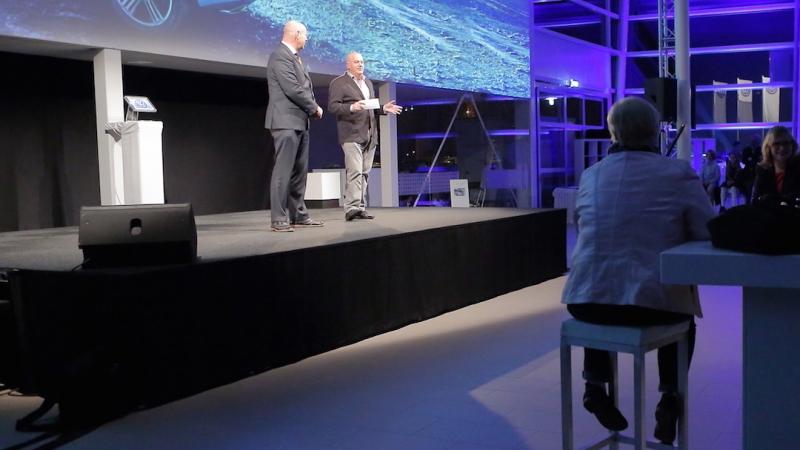 Projectie bij opening VW showroom