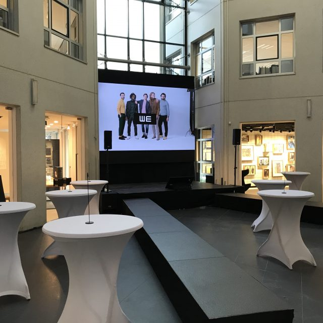 LED scherm bij kick-off We Fashion